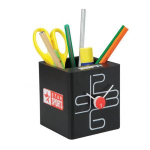 cube-clock-with-pen-stand